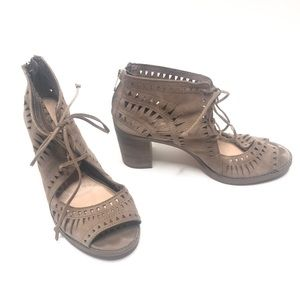 Vince Camuto leather cut out sandal Sz 9